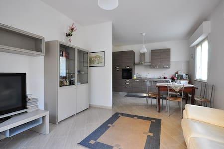 Appartamento nuovo e tranquillo vicino Università - Flat