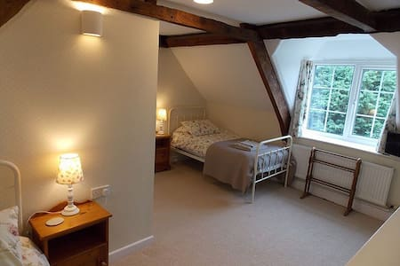 Twin room with Ensuite - North Nibley - House
