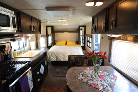 Modern Cozy Family Camper - Bridgeport - Camper/RV