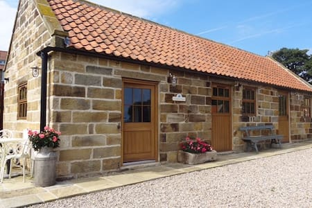 Feathers Nest -  Barn Conversion - Robin Hood's Bay - Bungalow