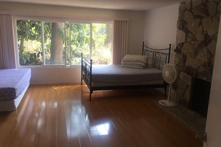 Huge master bedroom(private bath) E'' daily lease - House