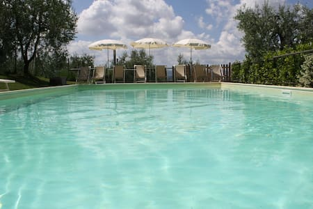 Villa&pool, and cottage between Pisa and Firenze - Vila