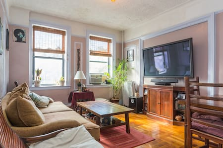 Our pre-war spacious 2-bedroom apt. is 2 blocks from beautiful Prospect Park and a block and a half from the express Q train. We're on the 3rd floor so get plenty of sunlight bouncing off the warm, serene colors throughout. Comfortably fits 5.