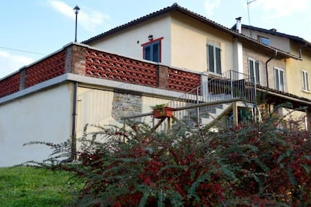 """Bed and Breakfast """"l'Antico Fienile"""" - Calosso - Bed & Breakfast"""