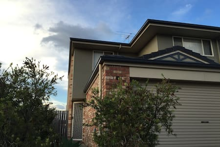 Room in charming townhouse - Oxley