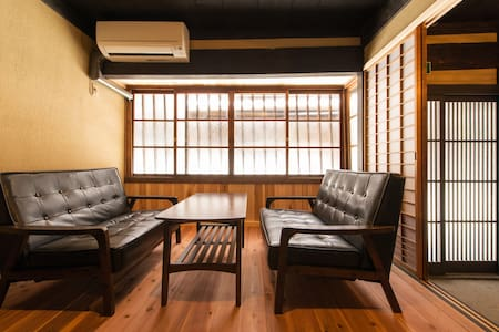 Luxurious Historical house/ 2min to STN/Free WiFi - House