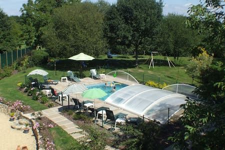 3 Brittany Cottages with heated pool - Dům