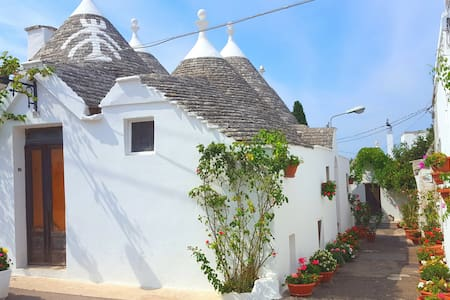 Flowery Trulli - historical center, charming place - Haus