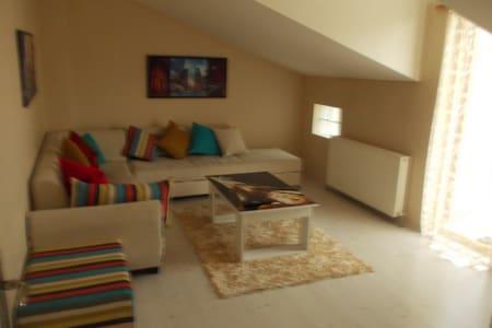İZMİT KOCAELİ MERKEZDE 5+1 GÜNLÜK KİRALIK DAİRE - Apartment