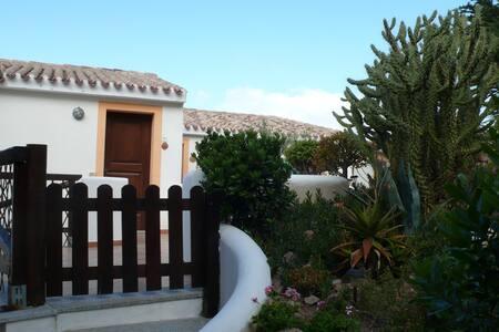 Sardegna, Badesi casa con piscina - Badesi