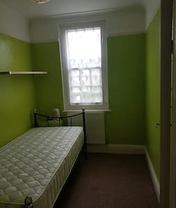 Nice one bed room in Quite place - Morden - Appartamento