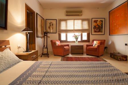 Big room near Airport Anand Niketan - Lejlighed