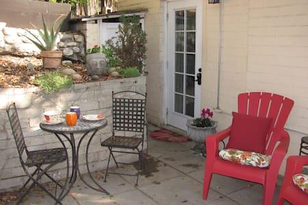 Garden Guest Quarters w/Private Entrance - Ház