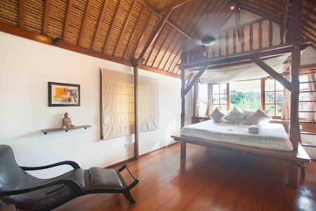 Raja Room @ Seminyak Oasis - Kuta - Bed & Breakfast