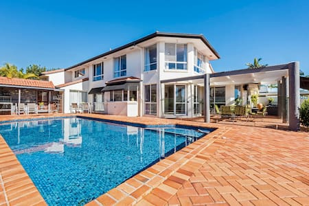 Waterfront Gold Coast Entire Holiday Home for you - Maison