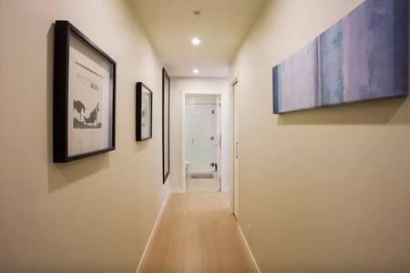 Spectacular Downtown Condo - Victoria - Apartment