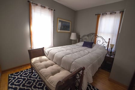 Clean and cozy home near Macalester - Saint Paul - House
