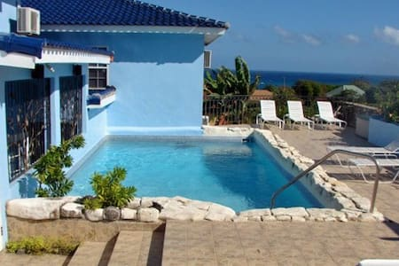 Blue Moon (4 bedrooms/7-8 guests) - Guesthouse