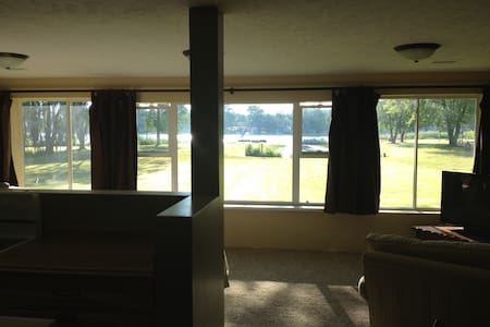 Lakefront Family Cabin at Resort - Hastings - Casa