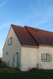 Maison dans un petit village - Haus