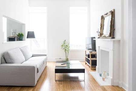 My cosy and convenient 1 flight walk up apartment were you can stay comfortably and feel like home with a queens size bed ,  kitchen,  showers,wifi, apple TV,  2 blocks away F & G subway to major attractions in brooklyn and the city.
