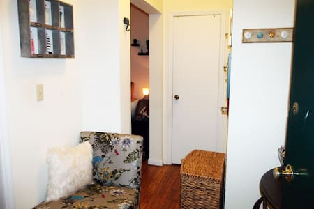 Charming WaterFront Skyline Apt - 15 min to NYC - Apartment