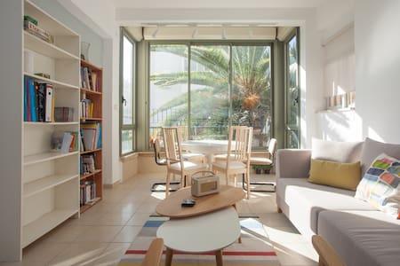 Bright, warm Tel Aviv apartment - Apartment