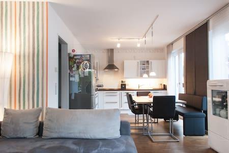Schönes Zimmer in bester Lage - Apartment