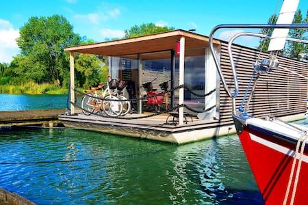 Schwimmendes Haus - Boot