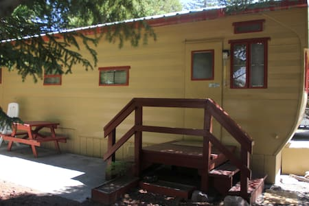 Wagon Wheel Mobile home - West Yellowstone - Flat