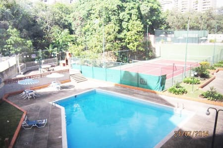 Private room with single bed and private bathroom - Caracas - Lakás