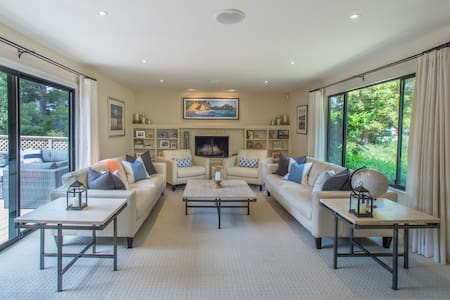 Contemporary Pebble Beach Home Ready for Concours! - Hus