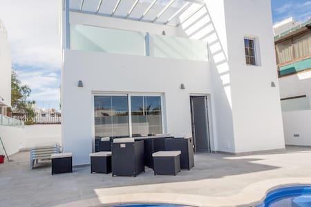 Brand new 8 person House/Villa in the heart of PDC - Tías - Villa