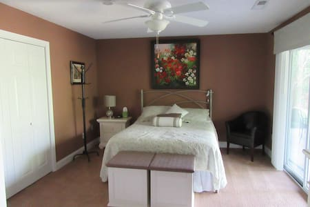 Lakefront Suite in Tellico Village near Loudon, TN - Loudon - House