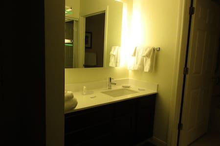 420 Friendly 2 Bedr Suite at Residence Inn Mariott - Manchester - Inny