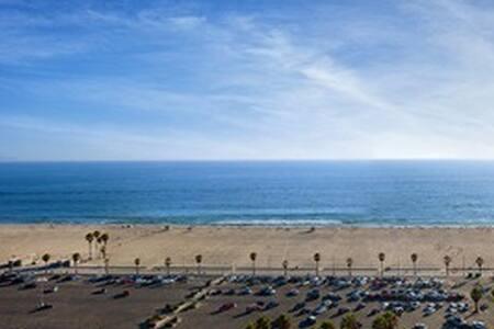 Beachfront Wall to Wall Ocean View - Santa Monica - Apartment