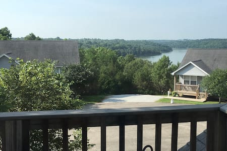 Family Lake House Near Louisville - Taylorsville - Casa