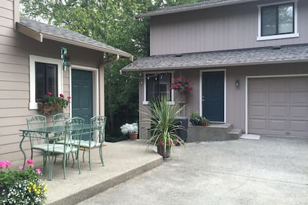 Cozy 2-Bdrm Fox Island Carriage House - Fox Island - Casa