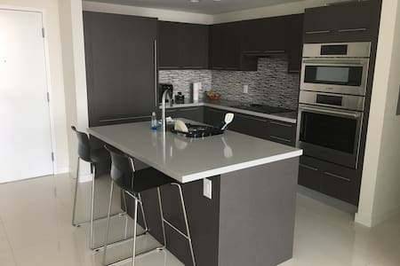 Bedroom with private bathroom - Doral - Apartment