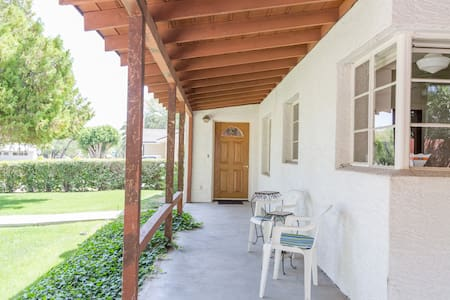 1950's Ranch centrally located - Hus