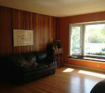 Purple Room with Breakfast - Calgary - Bed & Breakfast