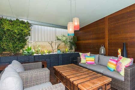 Stunning luxury beachside home - Kallaroo