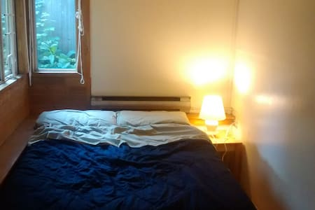 Cozy double bedroom - 20 minutes walk to the beach - Vancouver - Apartment