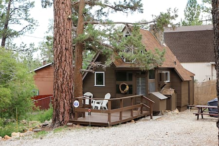 Prince Pines~Cable, Netflix, BBQ, WiFi, Hiking - Cabaña