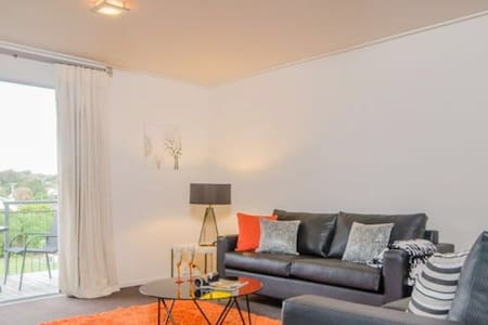 Dec-Jan availability! 15 mins into city or airport - Auckland - Bed & Breakfast