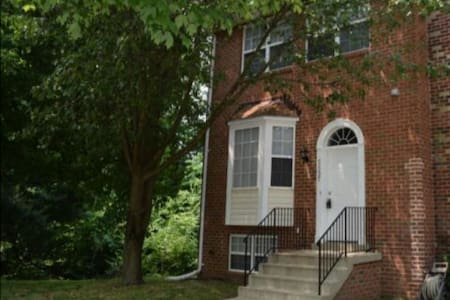 1 bedroom with full size bed - Clinton - Townhouse
