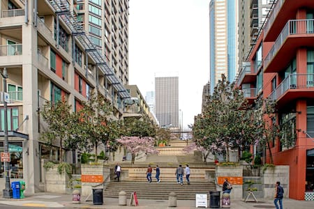 Few feet from Pike Place Market and Seattle Art Museum, 1 block from SeaTac Airport Lightrail  A great view of the city, high floor, modern, luxury building. All you need and more to meet Seattle.