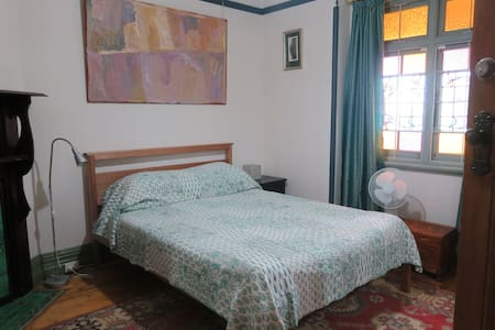 Large, comfortable, secure room. - Dulwich Hill - House
