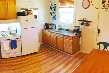 Cozy Downtown Private Upper Level - Santa Rosa - House