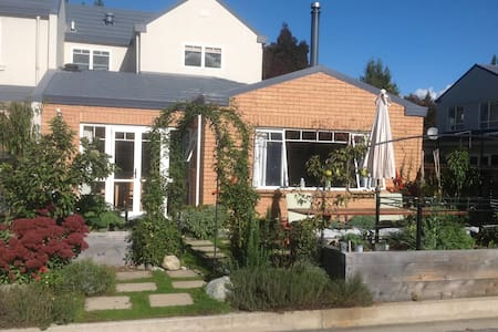 Clearwater in Central Wanaka-  Privacy and Comfort - Bed & Breakfast